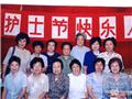 2000护士节,梁季华与护士合影