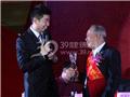 松文化传播特别贡献者代表上台发言