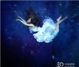 飘浮在空间的少女