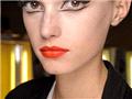 2011秋冬高级定制秀场妆容趋势:黑眼线+性感红唇妆
