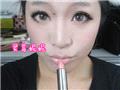 可爱的裸粉色唇膏