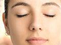 美丽达人教你贴假睫毛 让眼睛又大又有神