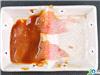 腌制左边的猪肉片