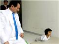 鲁伊斯在主治医生的注视下进行训练