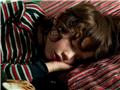 女摄影师记录熟睡的孩子