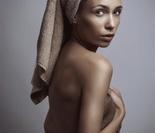 孕妇拍大肚裸照掀时尚潮流惹争议