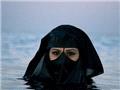 海边穆斯林女人的雷人泳衣