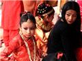 """尼泊尔少女奇异""""果实婚礼"""""""