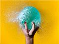 英国摄影师捕捉水气球爆裂精彩瞬间
