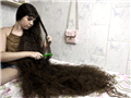 巴西12岁少女发长1.6米 欲卖3500英镑