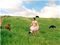 男子穿粉色小短裙为预防乳腺癌募捐