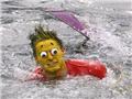 俄罗斯举办趣味滑水比赛