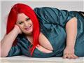 英国最大乳房女子曝光 曾令男友窒息