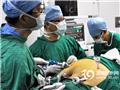 主刀医生王存川(左一)开始手术