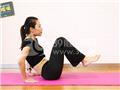 动作二:屈膝V字运动(相互靠拢)