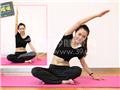 动作三:坐姿侧腰(向左侧腰慢慢下压)