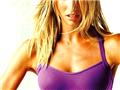 内衣超模变身格斗女 运动装显冷艳性感