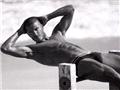 贝克汉姆成名后的肌肉写真秀5