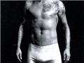 贝克汉姆成名后的肌肉写真秀16