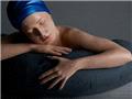 超写实 以假乱真的人体游泳雕塑