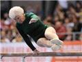 德86岁老太参加体操比赛 双杠技惊四座