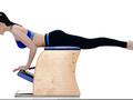 动作十二:弓步直臂振胸式