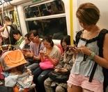 泰国交警模拟为孕妇紧急接生