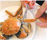真人示范:10步图解正宗吃蟹方法(来源:凤凰网)