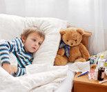 即日病房里可爱的洋娃娃和小玩具