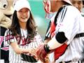 章子怡、金妍儿棒球场上留魅影