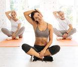 动作三:坐姿侧腰(向右慢慢下压)