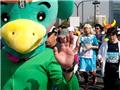 日本东京马拉松赛场上演cosplay秀