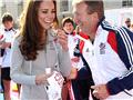 英国王妃打曲棍球展运动天赋