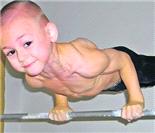 7岁小猛男再曝私家肌肉照