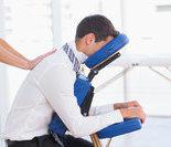 动作七:椅子坐姿夹背