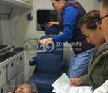 在回医院途中,医护人员悉心照料朱敏才老师