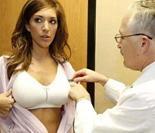 实拍外国名媛丰胸手术全过程 看完后你还敢做吗